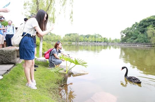 学生动态      6月23日上午十点,香港树仁大学师生在重庆大学新闻学院